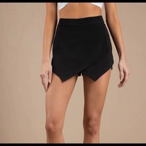 Feel it still black skort